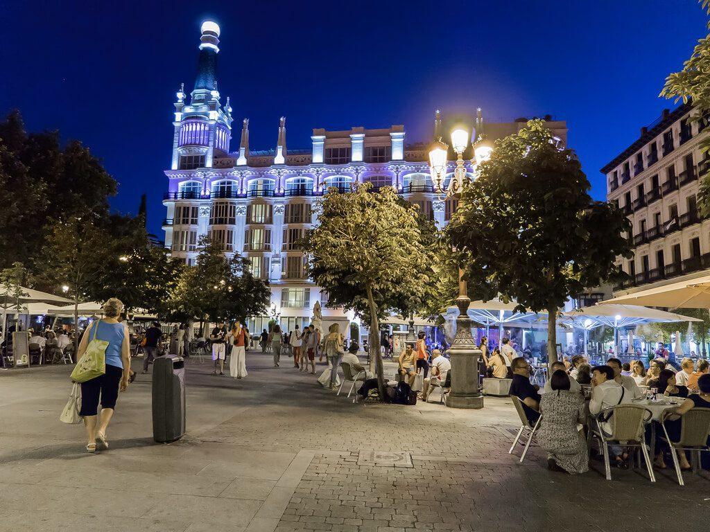 Plaza de Santa Ana nocturna