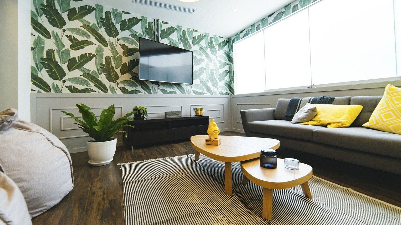 Habitación despersonalizada para vender casa en verano