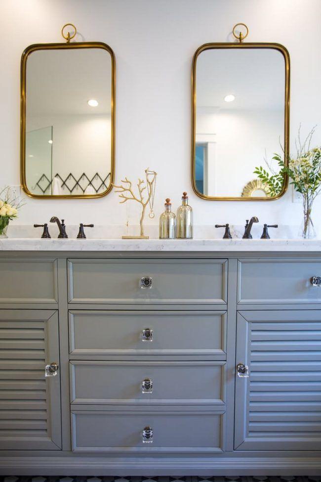 gris y cuarto de baño dorado