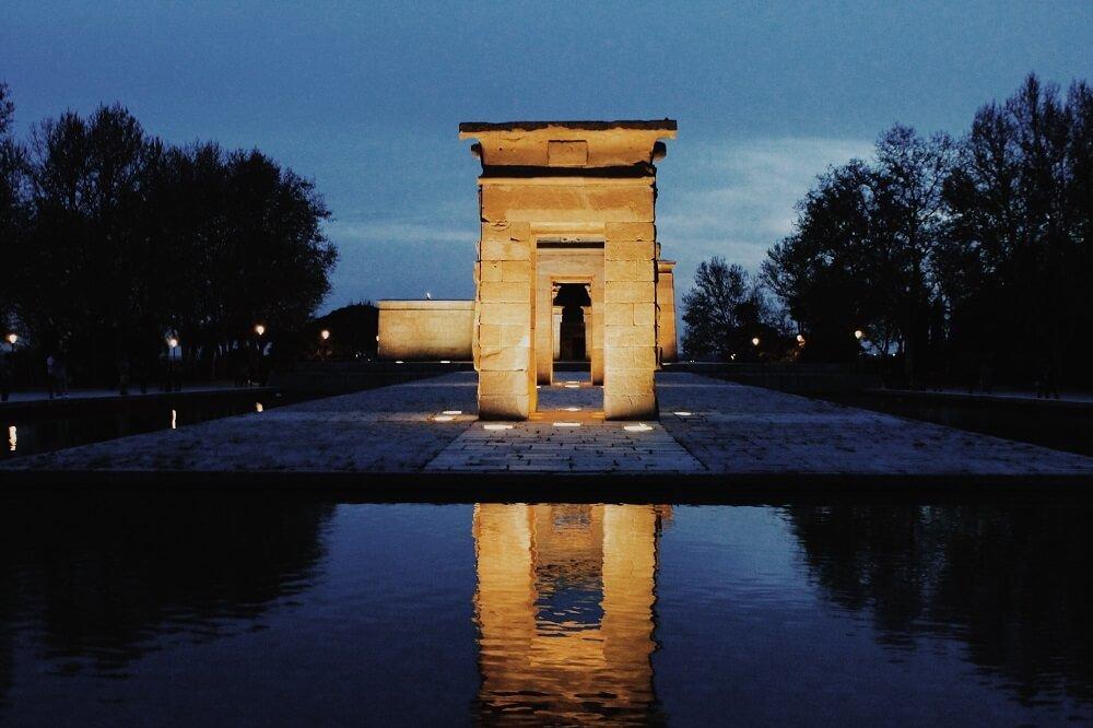 Parque del Oeste y Templo de Debod al anochecer