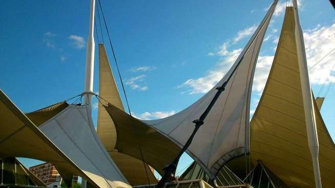 Velas cobre la cubierta de La Vaguada