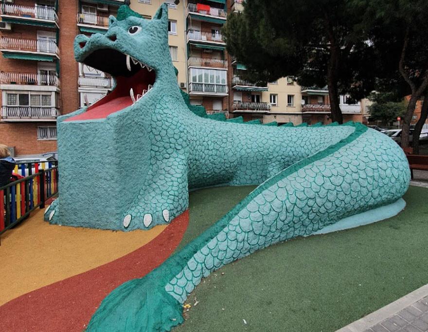 Famoso dragón del programa infantil de Barrio Sésamo