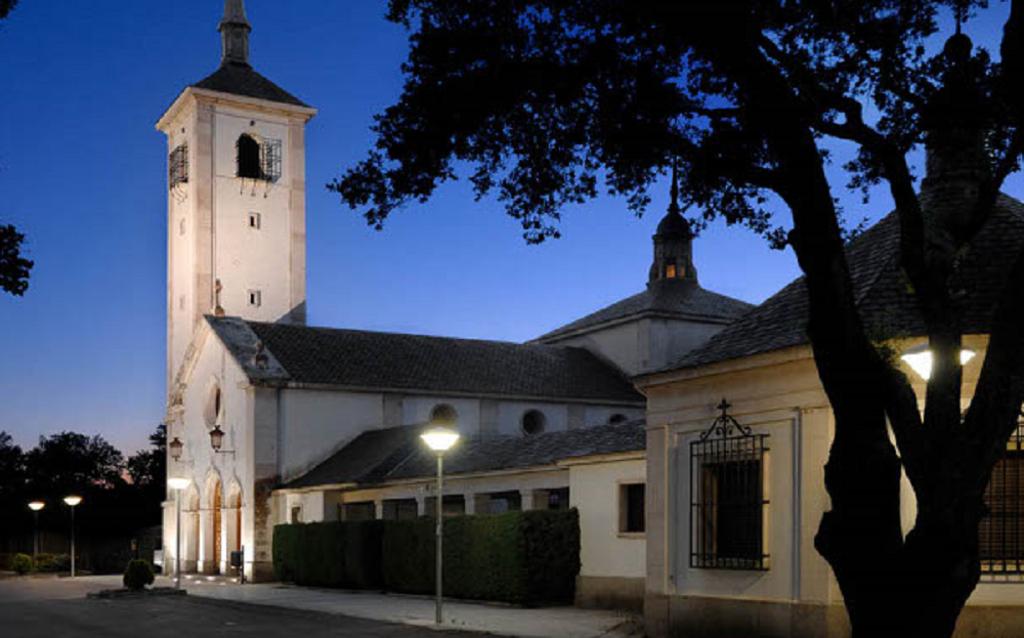 Iglesia de Las Esclavas en La Moraleja