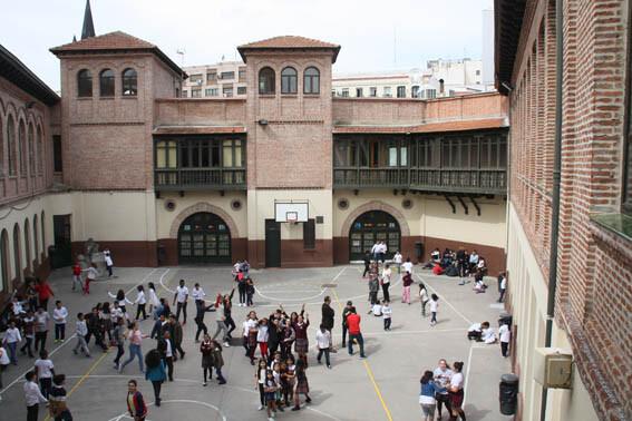 Fotografía actual del colegio Cervantes por su centenario