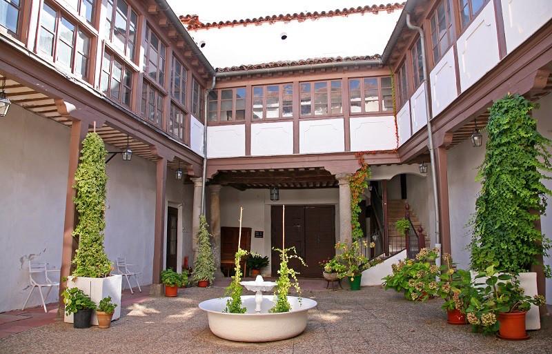Casa grande de Fuencarral | situación inmobiliaria en Madrid