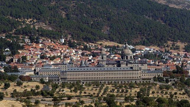Vistas de la localidad de El Escorial y el Monasterio